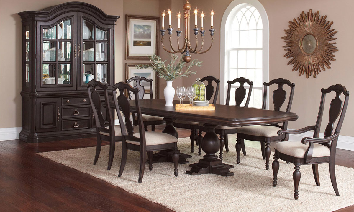 Pulaski Ravena European Traditional 5 Piece Dining Set