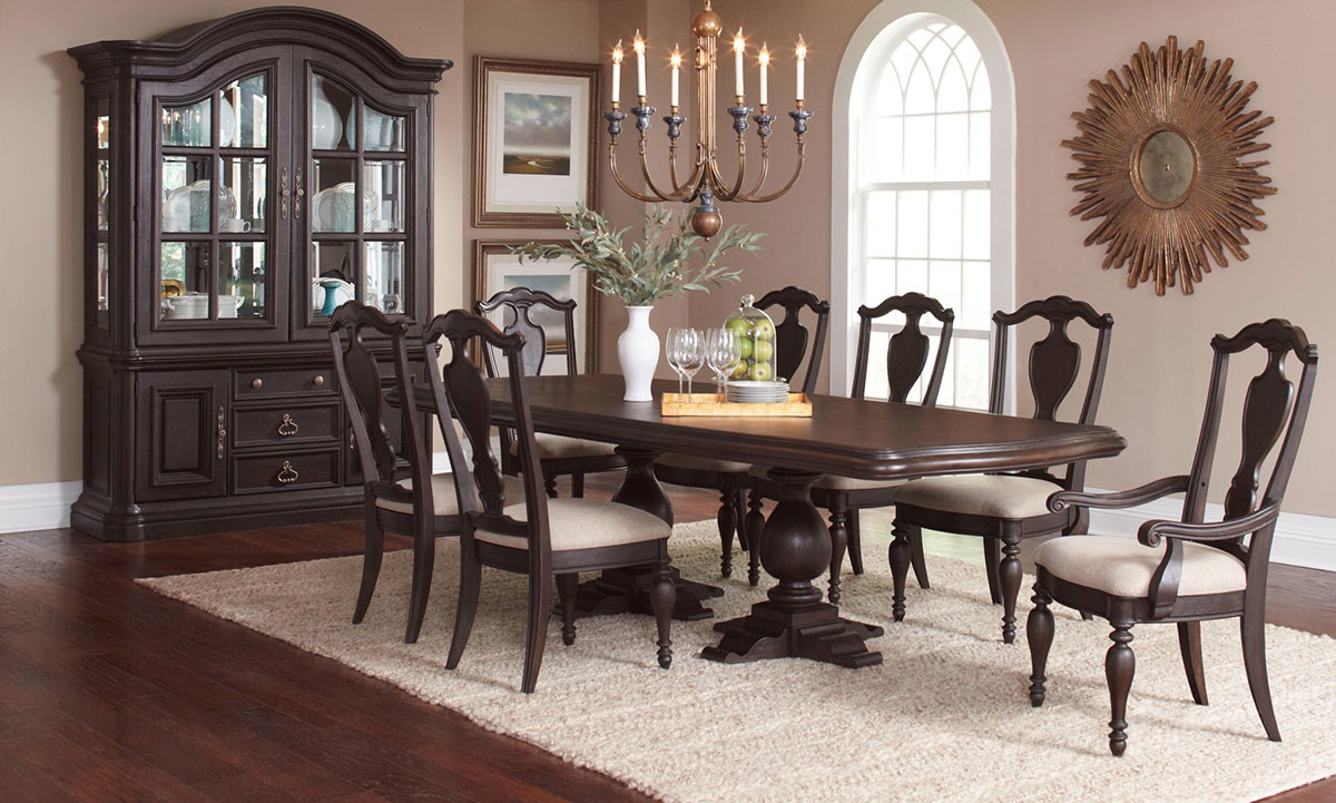 Traditional 5-piece dining set with 112-inch extendable pedestal table and 4 fiddleback side chairs in dark finish