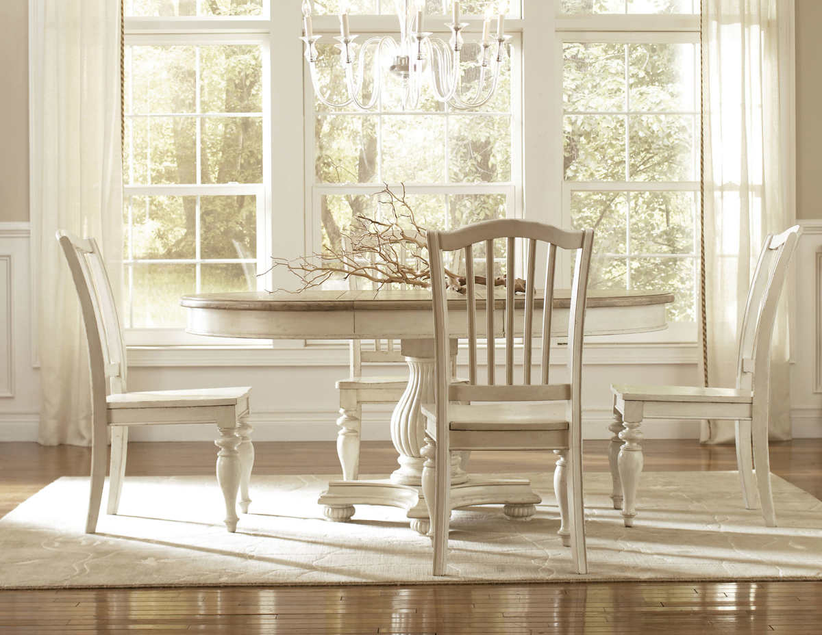 Riverside Furniture Coventry 5-Piece Round Dining Set