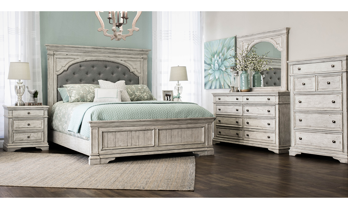 Highland Park Upholstered Queen Mansion Bedroom Set The Dump