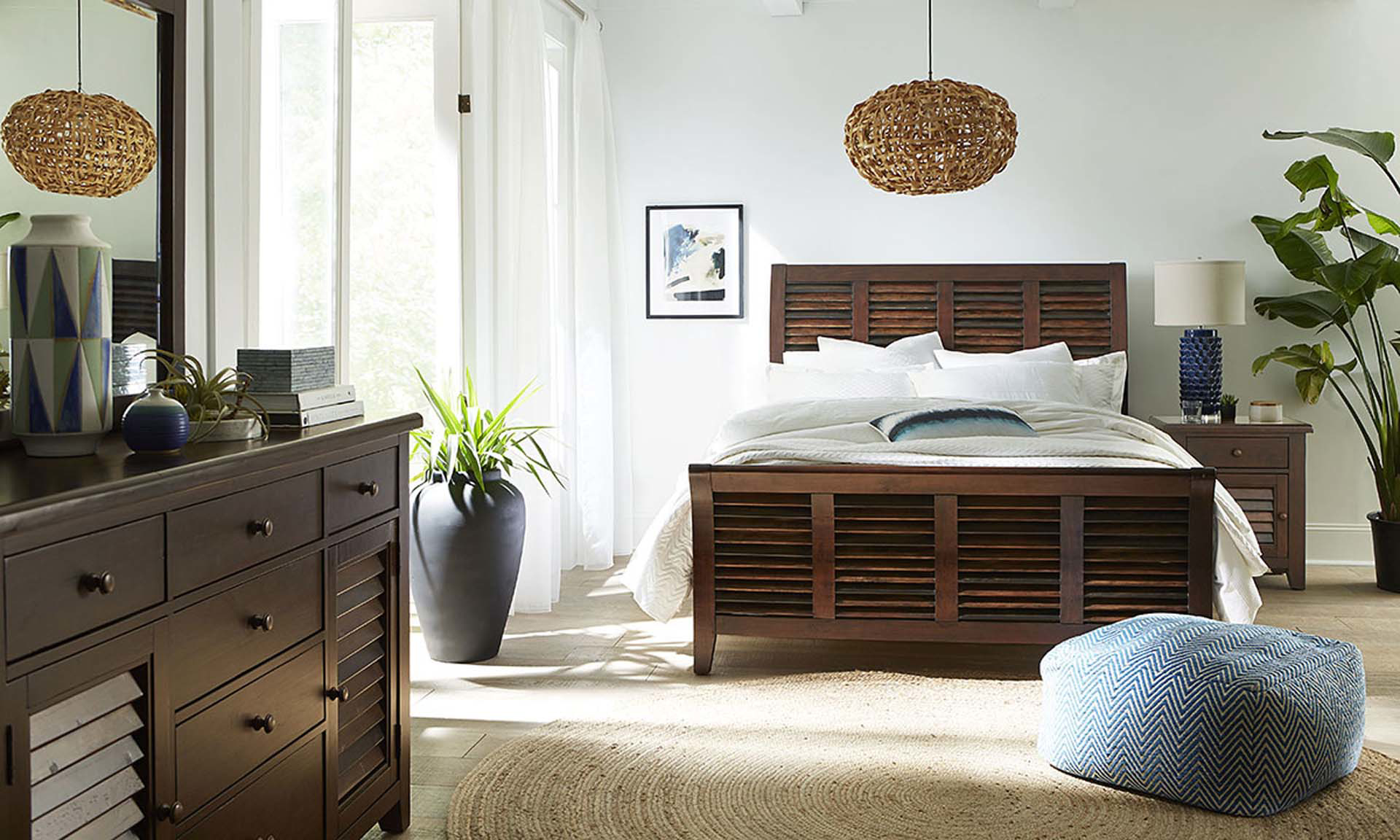 Modus Plantation Louvered Queen Bedroom Set in Solid Island Pine with Sleigh Bed, 6-Drawer Dresser and Landscape Mirror