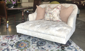 Old Hickory Tannery A La Mode Ivory Chaise
